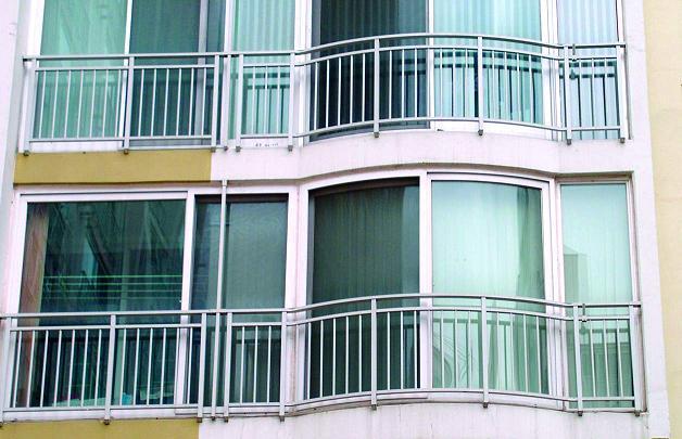 Особенности остекления лоджий и балконов