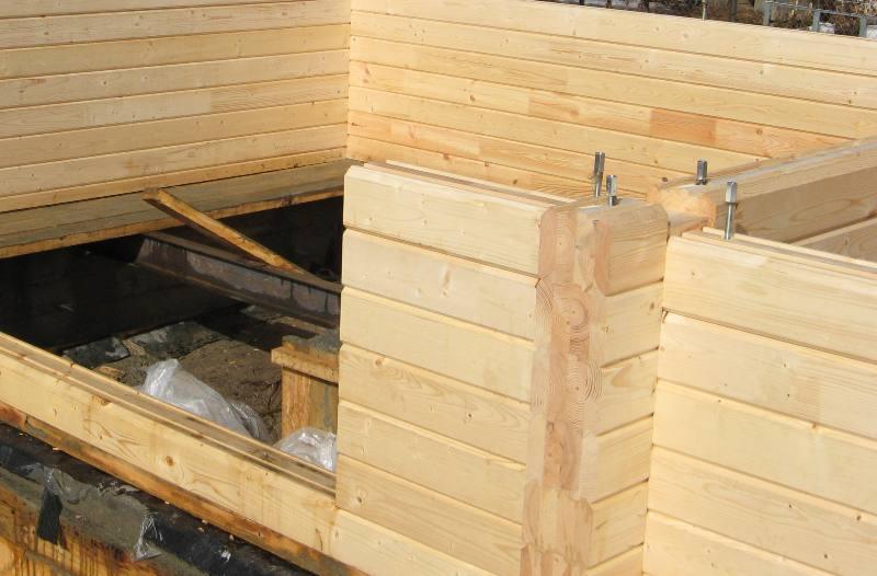 Строим баню из бруса
